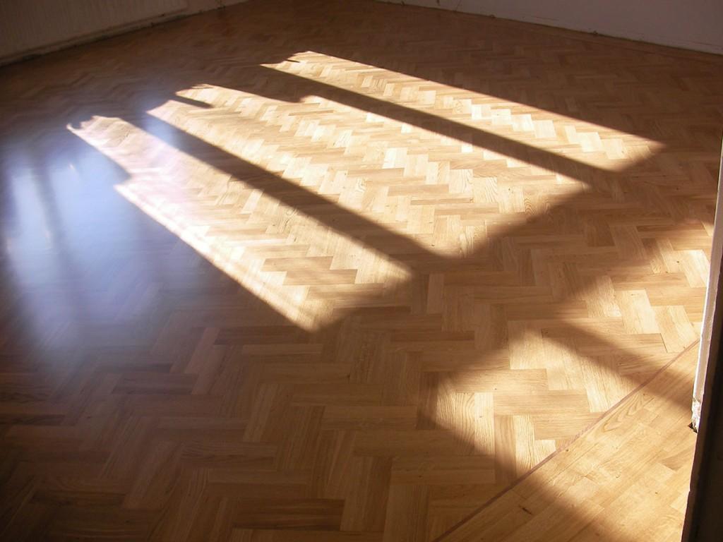 Valmis lattia - 4 kertaa pohjalakalla ja 2 kertaa pintalakalla lakattu.